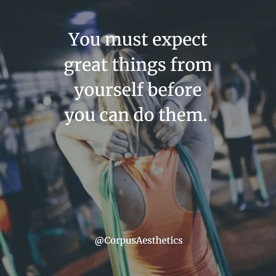 fitspirational quotes, You must expect great things from yourself , a girl has a training with the stretch in the gym