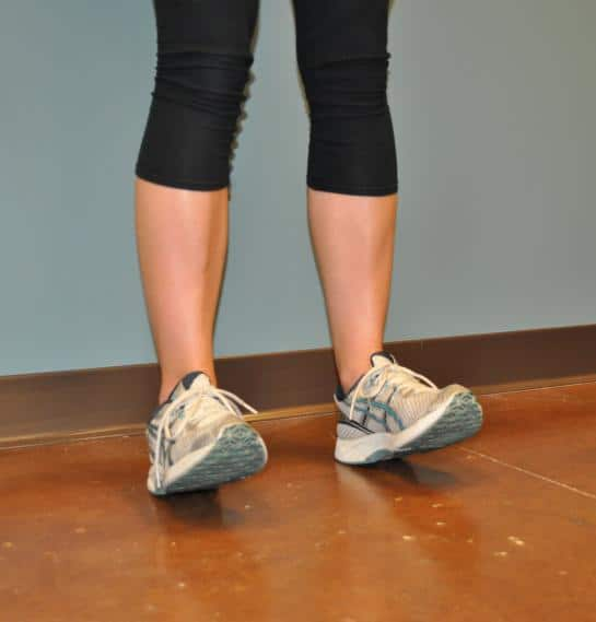 A girl has an exercise for leg muscles