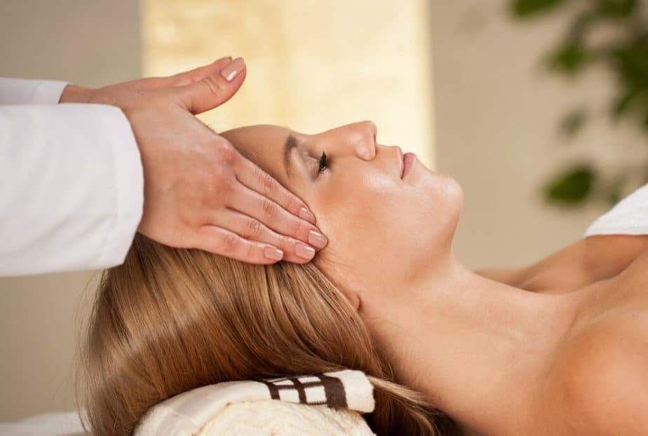 An example of head massage treatment