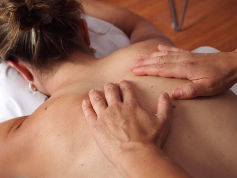 5 Ways to Effectively Massage Your Partner - back massage.