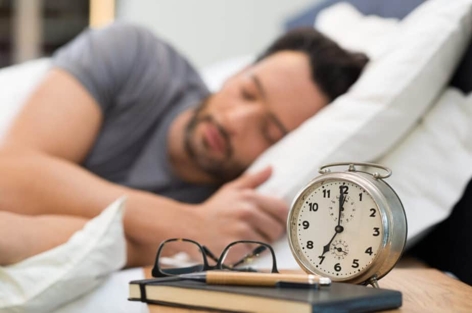 7 Health And Fitness Goals To Achieve Before 2021 Ends - A adult man is sleeping.